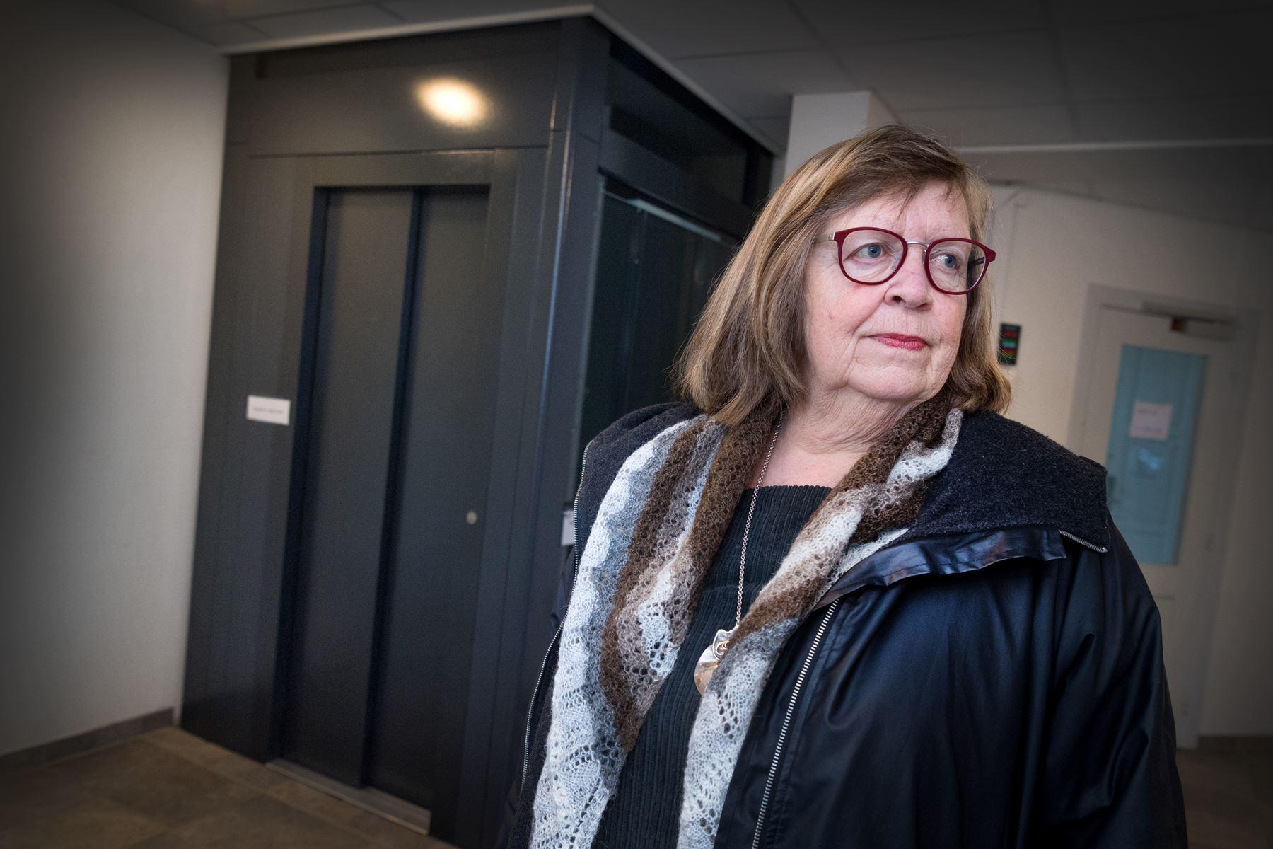 71-årig kvinde fra Løgstør måtte have fat i lokal installatør for at komme ud af elevator i Byens Hus