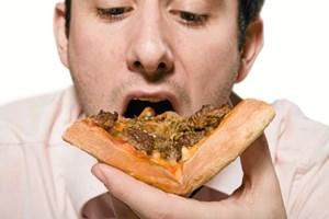 Spiser du lidt for meget til hovedmåltiderne, kan en uge med mindre mad hjælpe på en hurtigere mæthedsfornemmelse, fortæller en klinisk diætist.