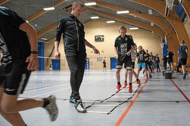 Badmintonklubben træner i Løvvanghallen.