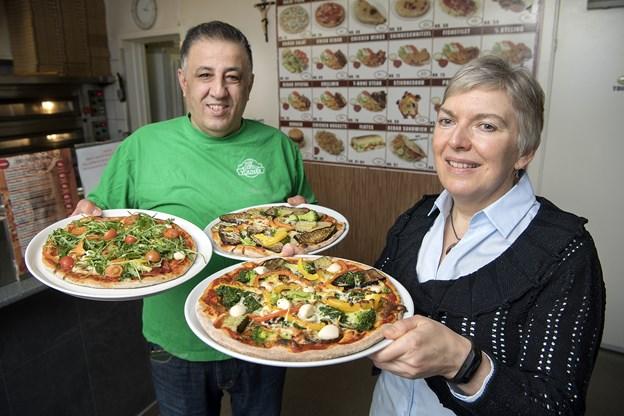 Her ses indehaver af Yones Grill & Pizza, Samir Mansour Sada, og diætist Helle Brøcher, der har klinikken, Min Diætist.
