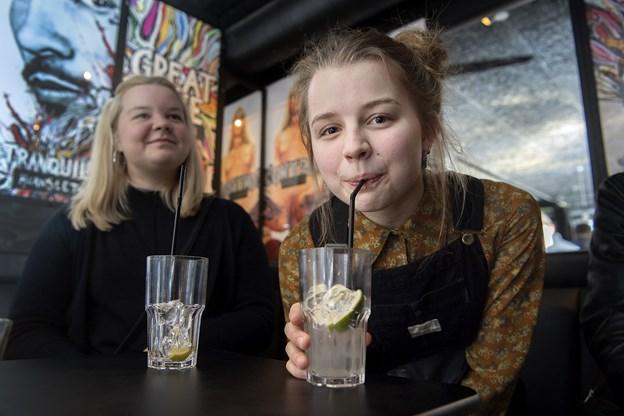 Den yngste deltager er kun 17 år gammel og hedder Anna Ritsmar. Hun fik i aftenens anledning lov at komme ind på Hornsleth.