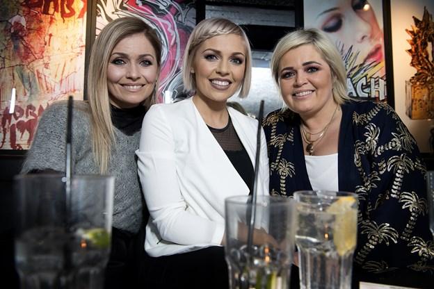 Her ses søstrene i gruppen Carlsen. De er alle opvokset på Færøerne i en meget musikalsk familie.