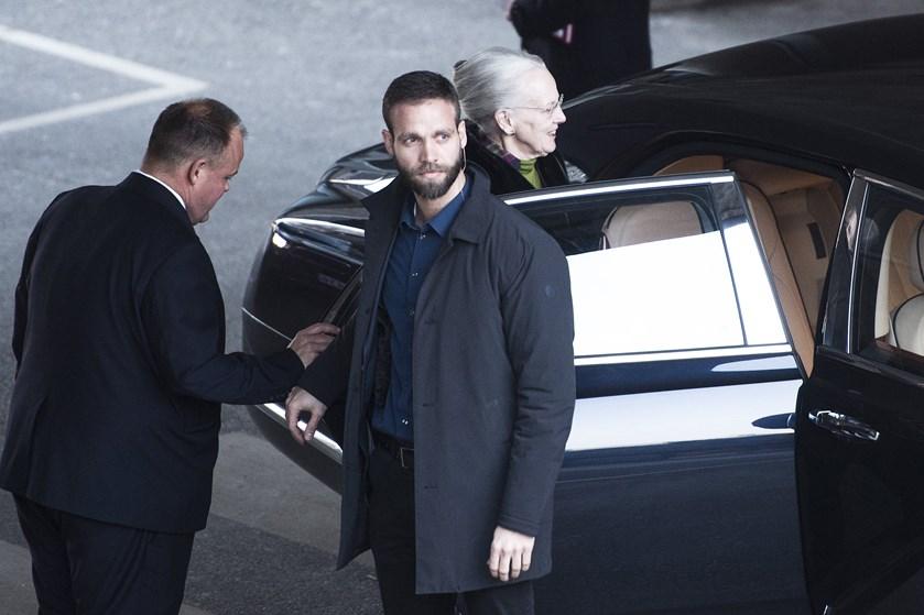 Fredag aften er der stadig intet nyt om kronprinsens hasterejse hjem fra Sydkorea for at tilse syg far.