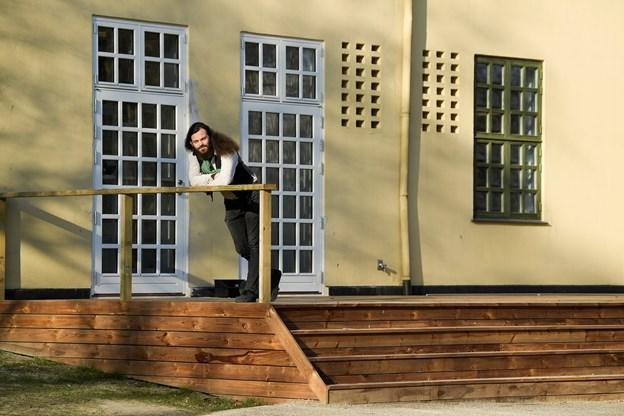 Morgen, Middag & Kaffe er indrettet i et hjørne af Huset, sådan at caféen kan ses fra Hasserisgade. Udenfor bliver der servering på en nyanlagt terrasse.