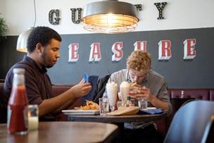 Burgerspisende nordjyder holder liv i konkursramt burgerkæde