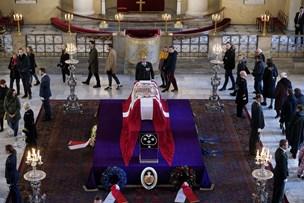 Over 5000 var lørdag forbi prins Henriks båre