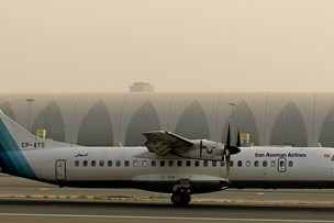 Fly styrter ned i Iran med over 60 om bord