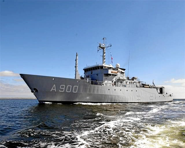 Pilfingrene får lov til at borde et ægte krigsskib