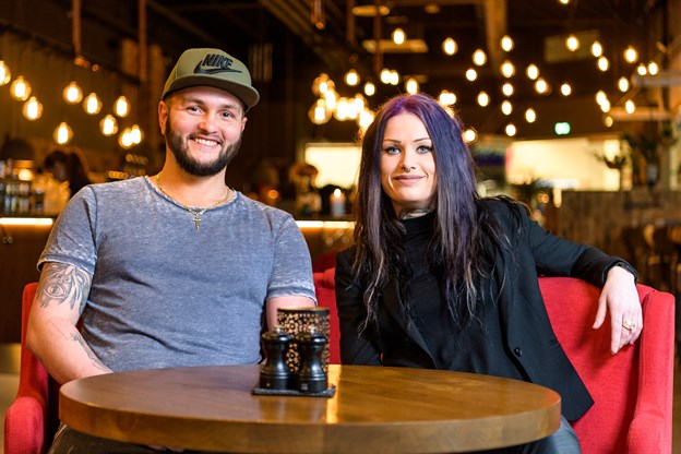 Kristina Vad og Kenni Sørensen står for den daglige drift af Holy Cow i Shoppen.