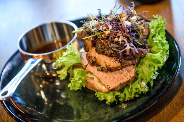 Open Ox er en af de nye tilføjelser på menuen. Den består af cuvette stegt som vildt, løgrelish, salat, brød og en demiglace.