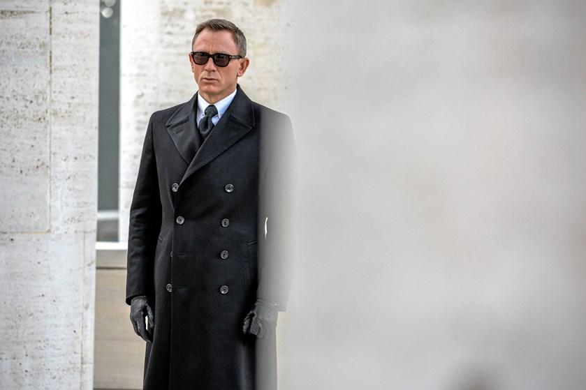 Der er stadig fart på Daniel Craig, som har begejstret fire gange som James Bond. Selv om han den 2. marts fylder 50, giver han den 007-gas en gang til.