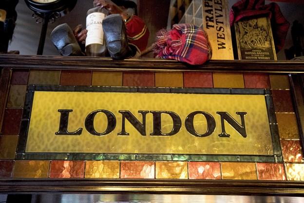 Trods stedets navn, så går man ikke all in på London-temaet.