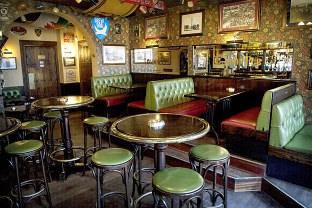 Der er plads til hygge og snak på London Pub.