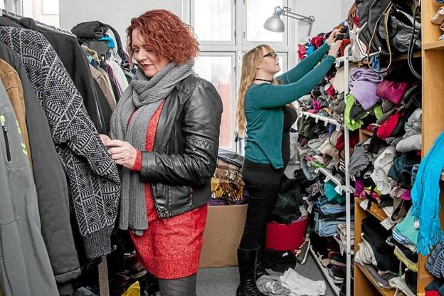 Der er masser af godt tøj, som nu skal sælges. Foto: Lasse Sand