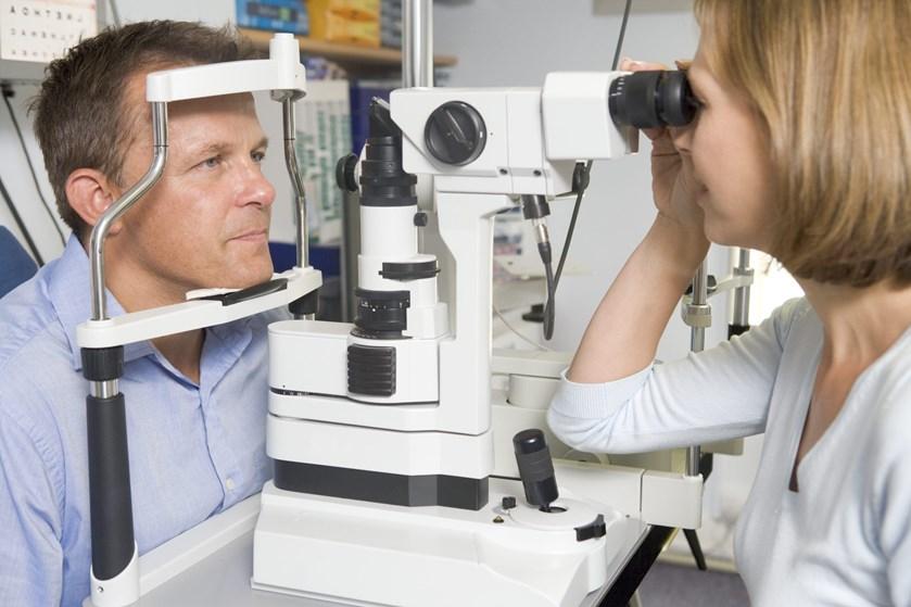 Man bør passe på sine øjne, som man passer på sine tænder. Regelmæssige undersøgelser af øjnene kan betyde, at man kan undgå synstab og sygdomme