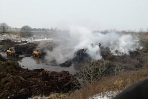 Genbrugsplads brænder på femte dag