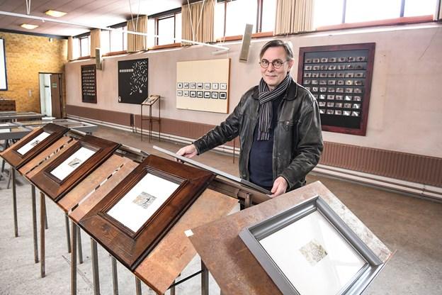 """Brunu Kjær har fundet det rigtige sted til sin udstilling Arkivet"""", Markusgården, som snart bliver jævnet med jorden."""