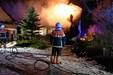 Voldsom gårdbrand - stuehus i flammer