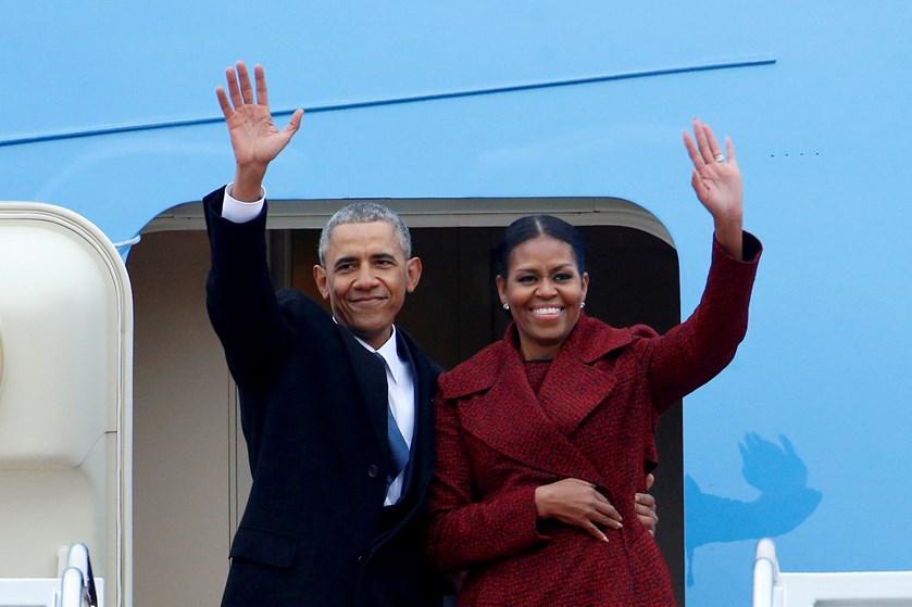 Netflix vil betale Barack Obama og hans kone, Michelle, for at producere eksklusivt indhold til tjenesten.