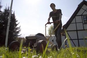 Afhængigt af din græsplæne er der forskellige græsslåmaskiner, du bør gå efter.