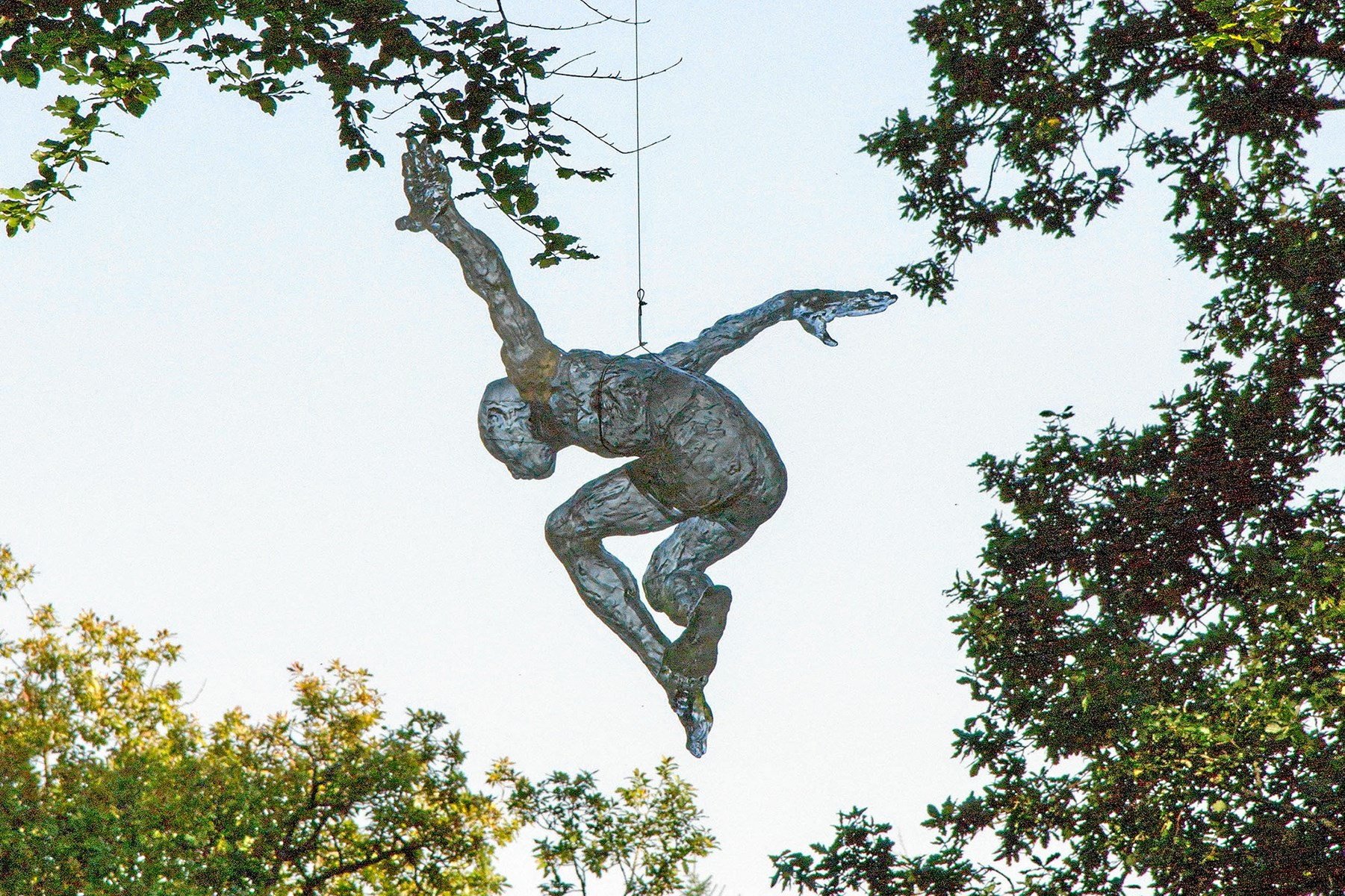 Udflytning af kultur: Mød de vildeste skulpturer i Dronninglunds natur