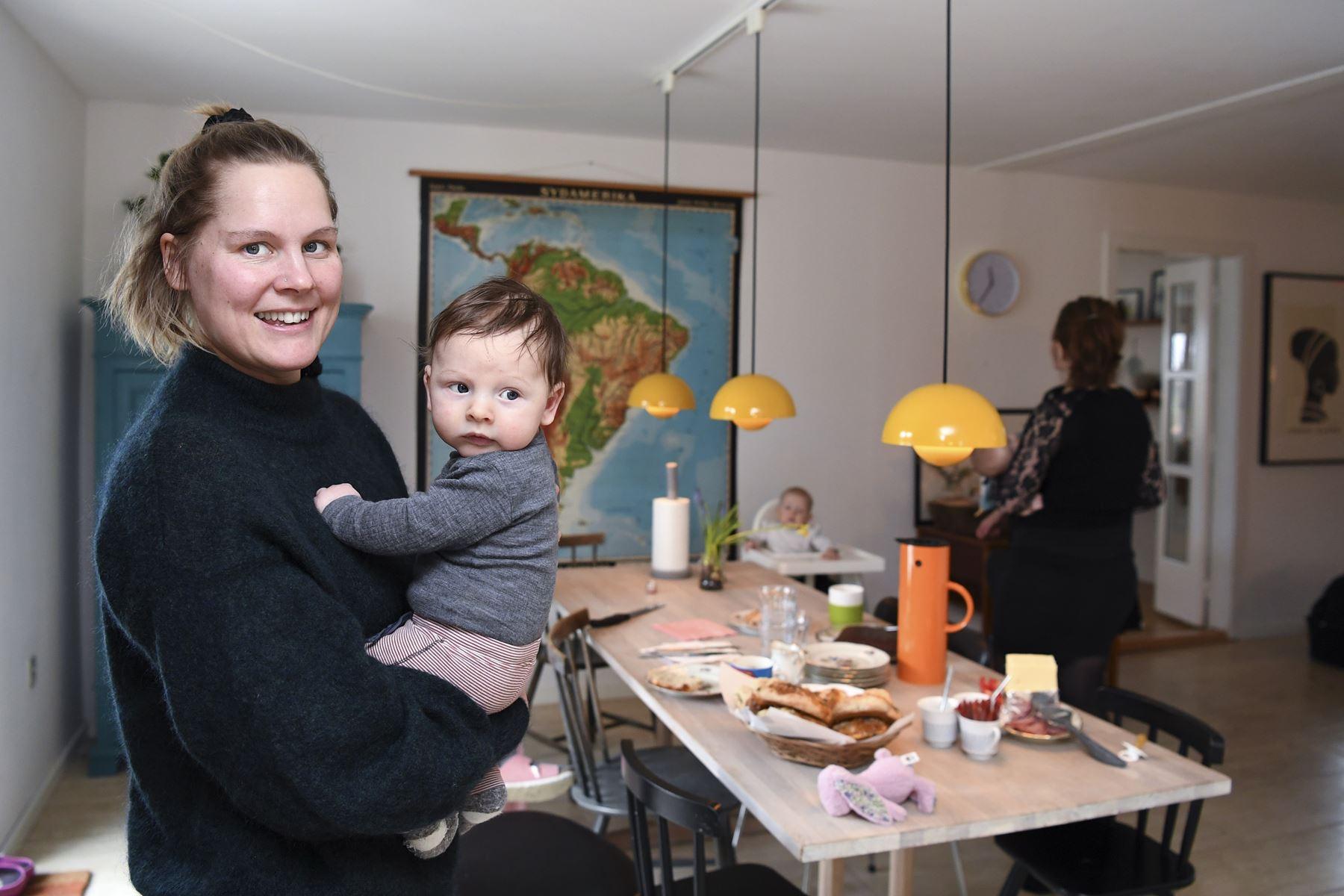 I Rebild Kommune fødes flere børn end i resten af landet. Forklaringen kan være byen Støvring, som har oplevet enorm vækst. En af kvinderne bag statistikken er Marie Skou, som fødte lille Birk i november.