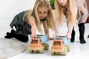 Legetøjsfirma leger ikke med Kina - Hobrofirmaet investerer lokalt