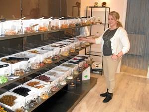 Olga fra Sibirien sælger sund slik