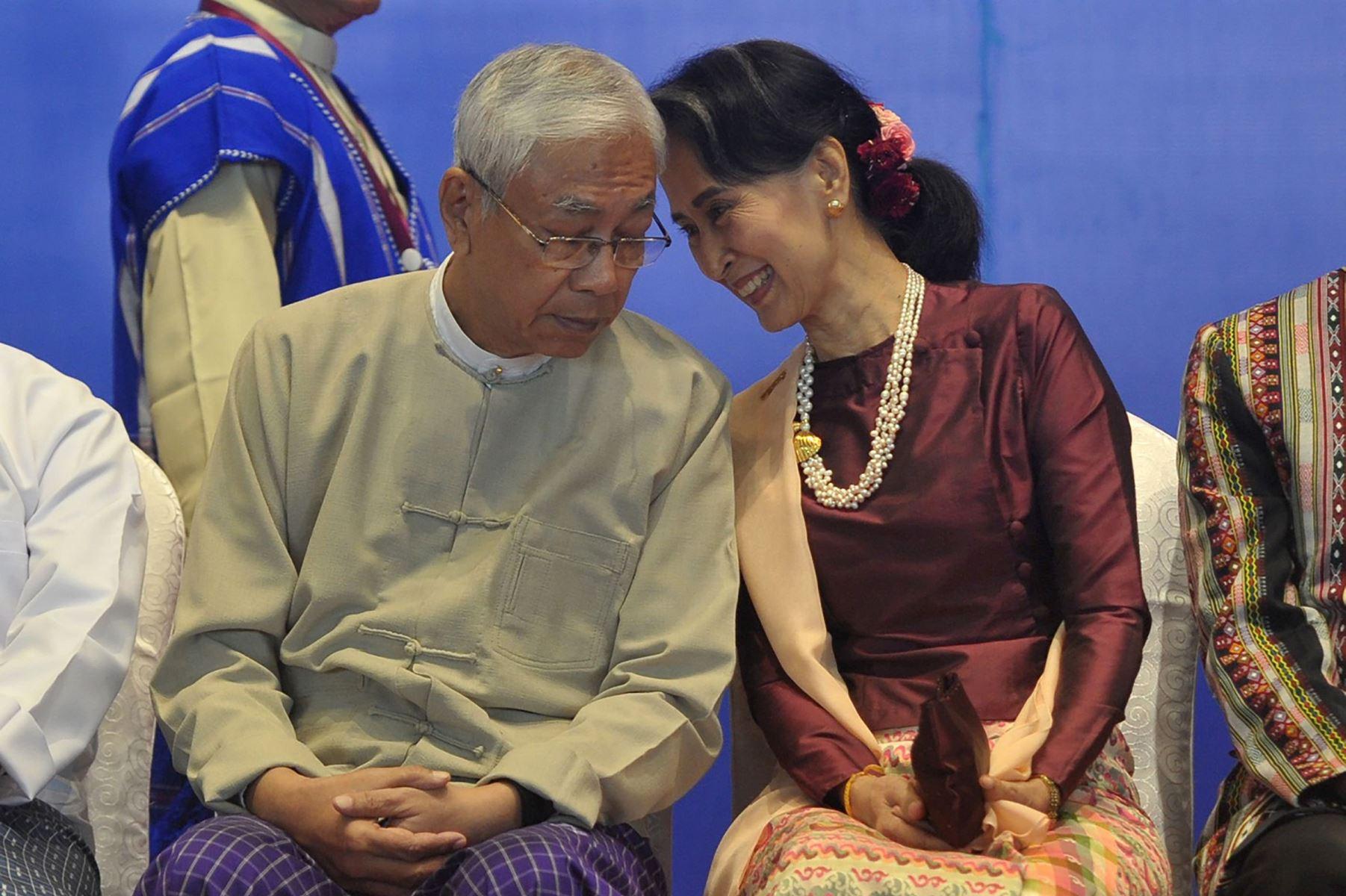 Aung San Suu Kyis håndplukkede præsident træder tilbage fra embedet. En afløser skal vælges inden for en uge.