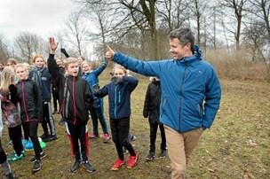 Kronprinsen overraskede børn til løbetræning i Nørresundby