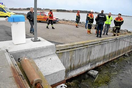 Kvinde kørte i havn: Hang i mole til hun fik hjælp