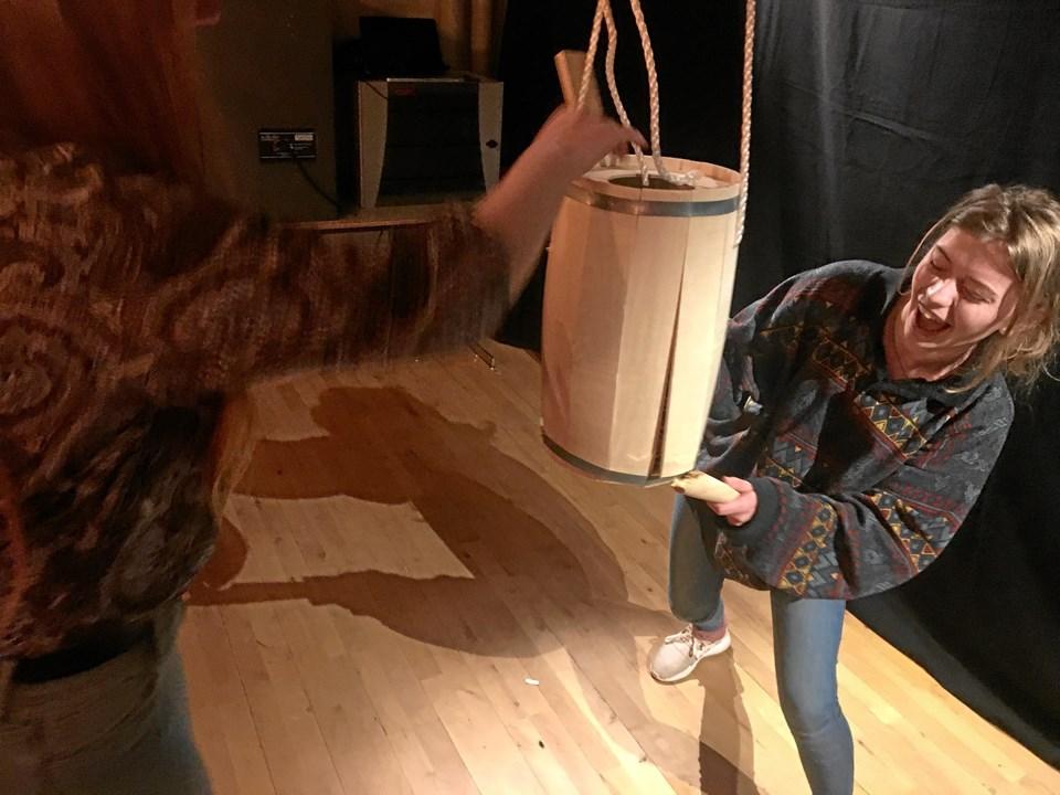 Anne er 1. G'er fra STX. Hun gik amok på tønden og blev fortjent kattedronning. Foto: Radio NORDJYSKE