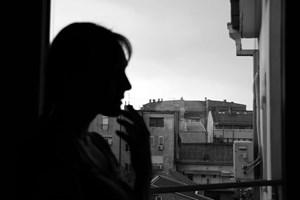 Man kan ikke fra den ene dag til den anden bryde ud af sin ensomhed, men mange kan lære at blive mere sociale og med tiden føle sig mindre isolerede.