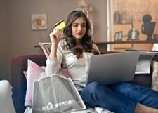 Det er især unge, der lader sig friste af de hurtige forbrugslån, men de havner ofte i en negativ gældsspiral.
