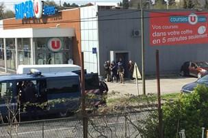 Tre dræbt ved gidseldrama i Frankrig