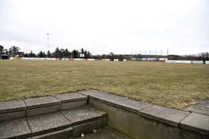 Frosne fodboldbaner giver problemer for sæsonstarten
