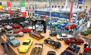 På Techno Classica Essen står drømmebilerne tæt, men priserne kræver en stor tegnebog