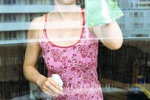 Opvaskemiddel, vand og en skvis klar husholdningseddike er alt, du skal bruge for at få pæne ruder igen