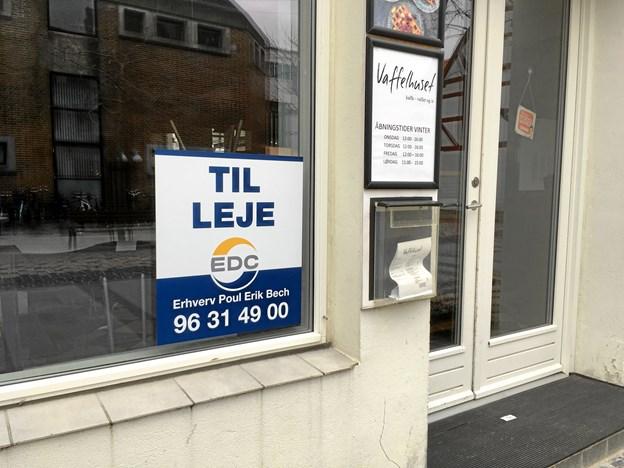 Til leje-skiltet har efterhånden hængt i vinduet i nogle uger. Privatfoto