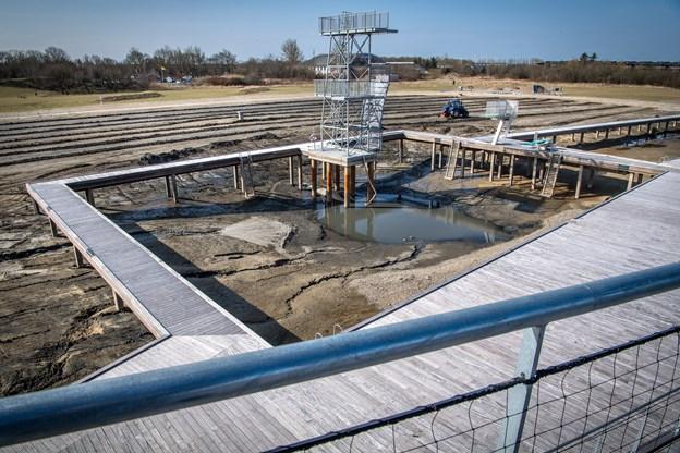 Arbejdet med at pumpe vand ud af bassinet begyndte før påske, og det er planen, at det bliver ledt tilbage igen i begyndelsen af maj.