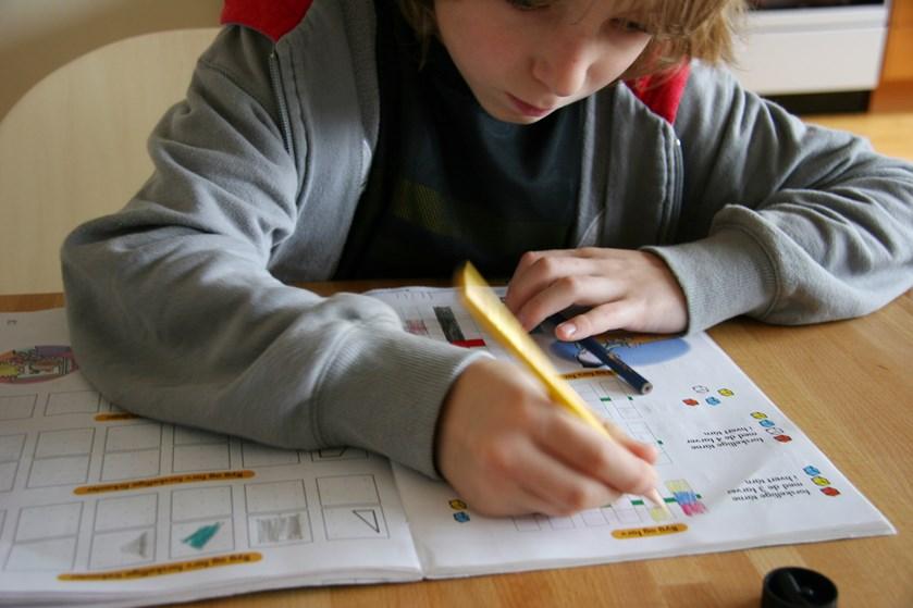 For mange børn og unge er den daglige skolegang forbundet med lange blikke mod friheden. Men med ros, faglig støtte og is i maven kan man vende skoletrætheden.