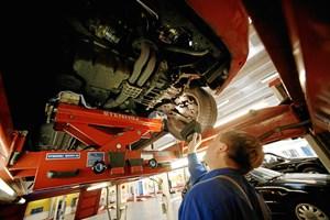 Køberne risikerer at få dyre fejl med i købet, så bilistorganisationen anbefaler at få bilen gennemgået af uvildig fagmand