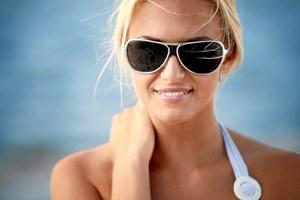 Din øjne kan også tage skade af solens uv-stråler, og derfor bør du huske at beskytte øjnene, når du bevæger dig ud i solen, lyder det fra to øjenlæger.