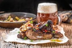 Mørke øltyper og kraftige rødvine er velegnede som forkælelse til grillmaden.