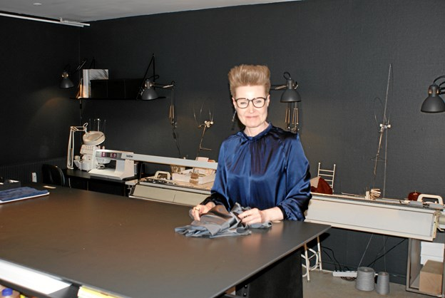 Mette Dahls, Couture de Luxe, har med flytningen til Baghuset Rantzausgade 19 A fået plads til både showroom og værksted under samme tag. Foto: Ole Skouboe