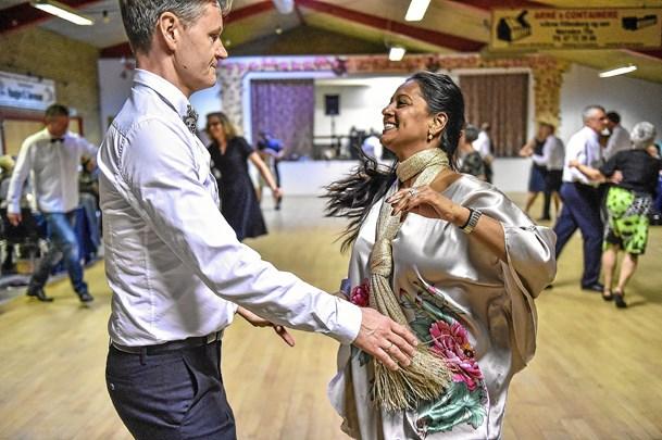 Danse-eleverne viste cha-cha-cha og vals