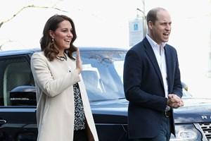 Mandag formiddag har hertuginde Kate fået en søn. Både mor og søn har det godt, meddeler Kensington Palace.