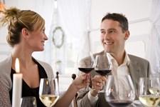 Der er den meget åbenlyse flirt, men der er også masser af flirteri, vi ikke opfatter lige så bevidst. To eksperter tager dig her igennem de mere skjulte flirte-tegn.