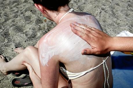 Bliv klædt på til at beskytte dig selv og dine børn bedst muligt mod både sol og skadelige stoffer.