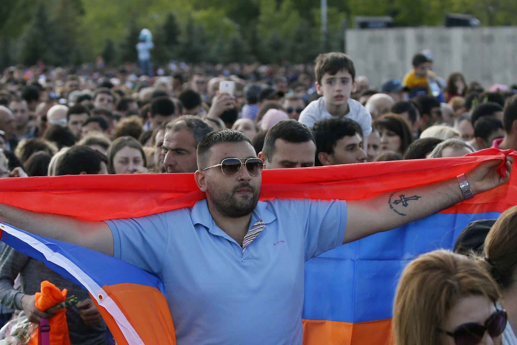 Aktuel politisk uro i Armenien kræver et valg, mener landets fungerende premierminister, Karen Karapetyan.